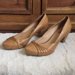 "Ladies Miz Mooz tan leather pump. Sz7. 2.5"" heel"